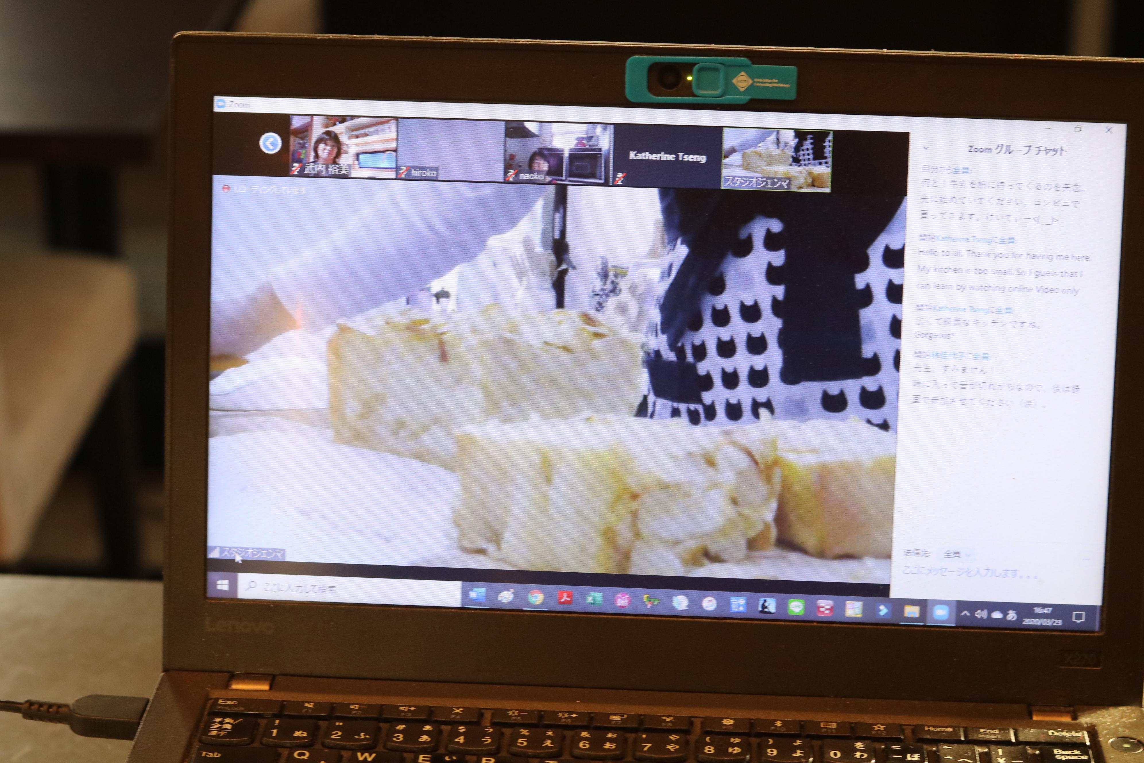 オンラインお菓子教室で手元作業の説明