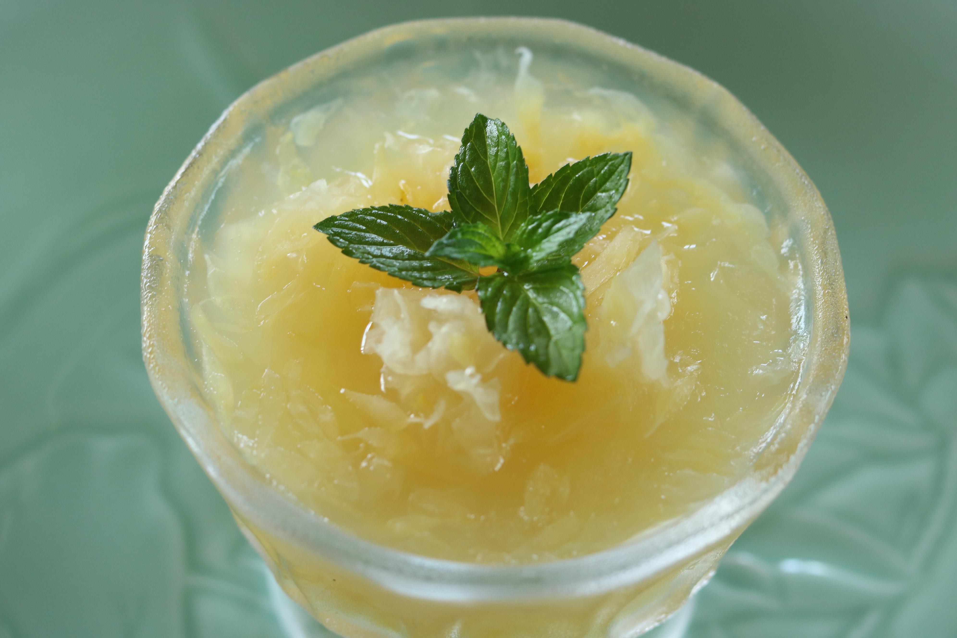 ペパーミント風味の天草晩柑と白きくらげのジュレ