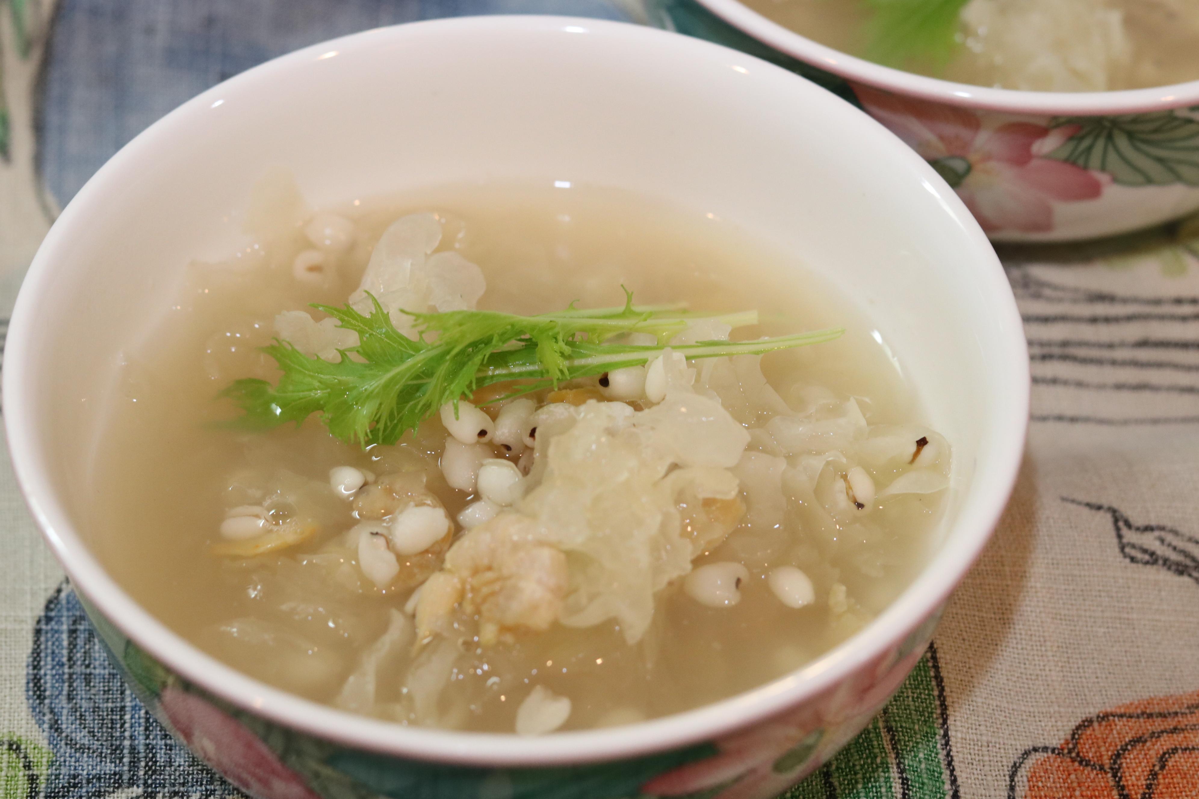 白きくらげとはと麦の干し海老スープ