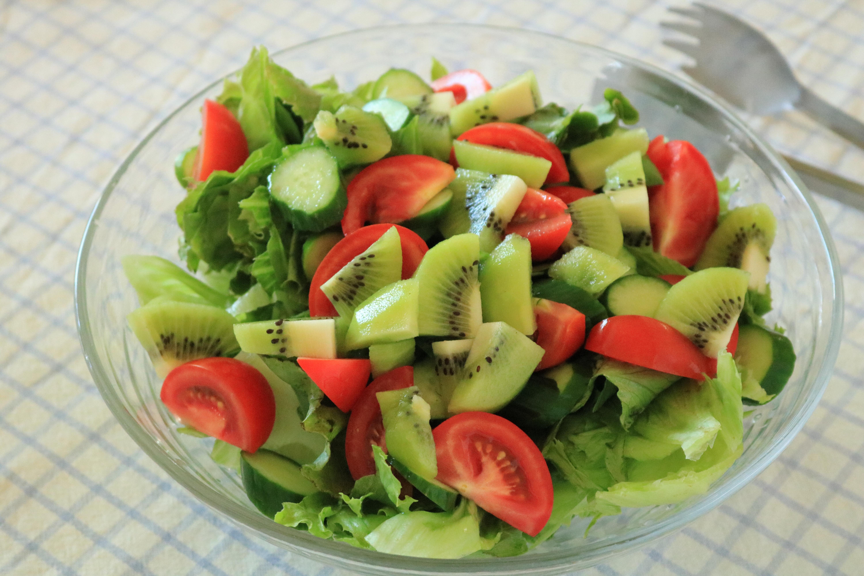 傷の修復を促す薬膳キウイとトマトのサラダ