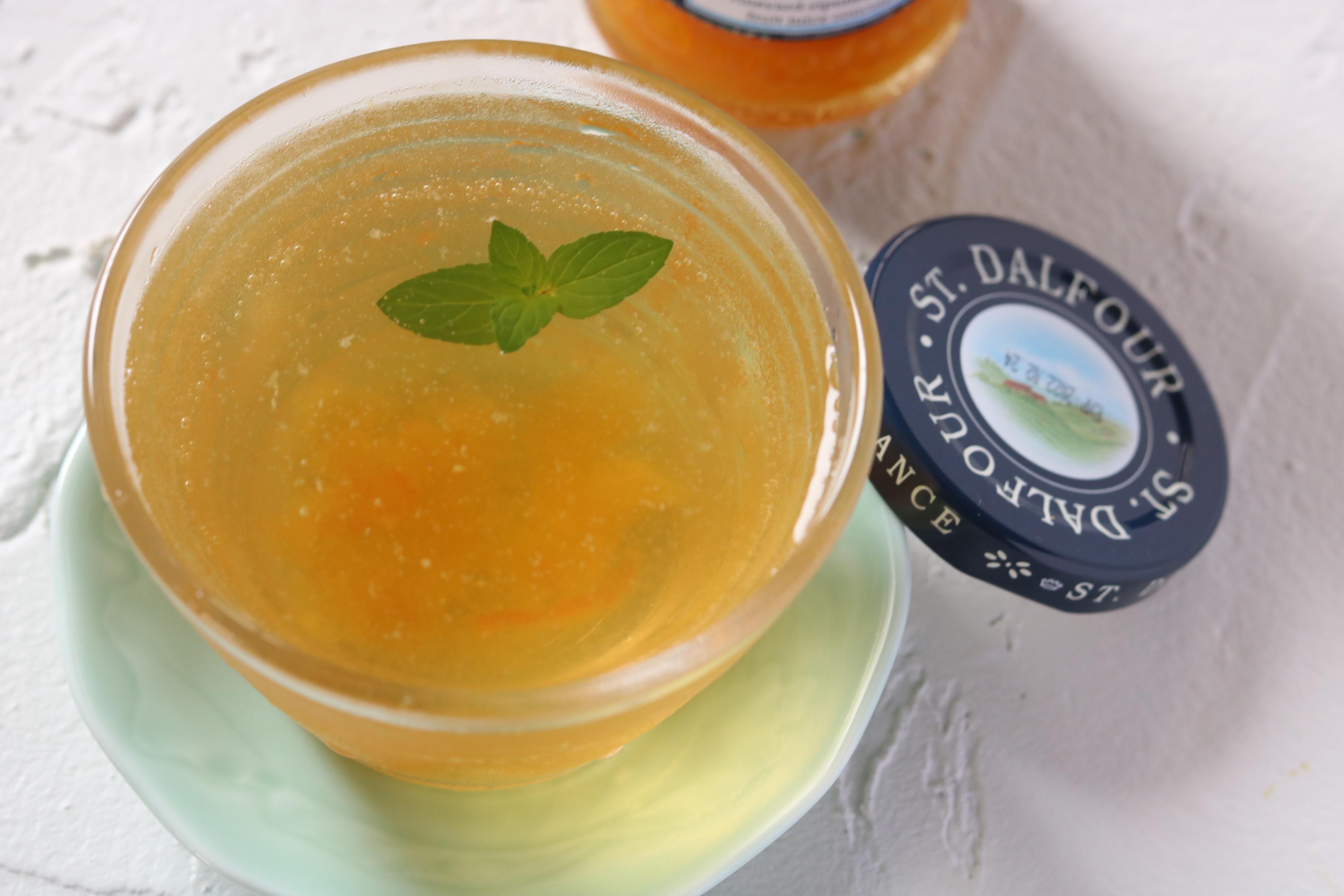 ジャスミンとオレンジの薬膳茶カクテル