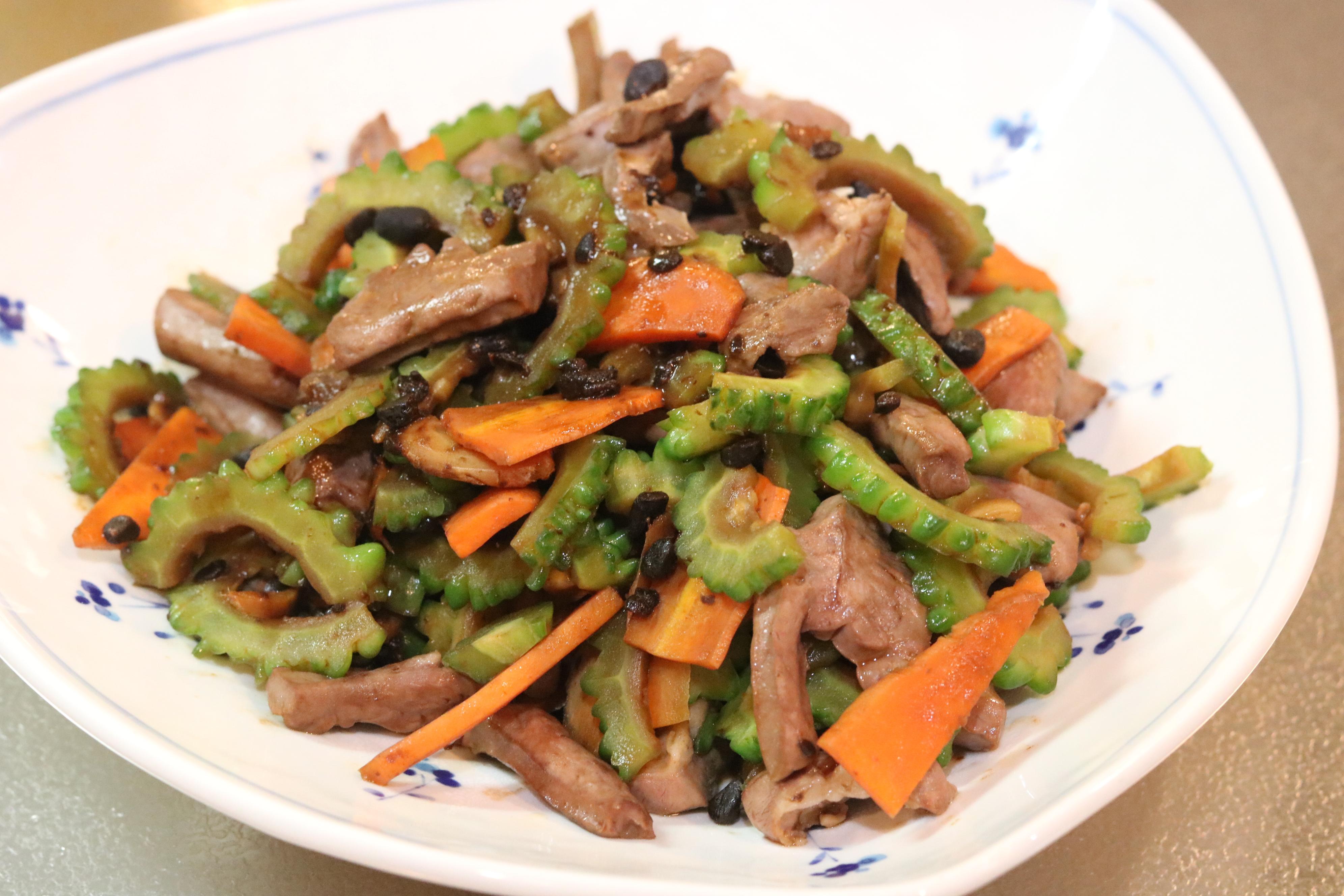 夏の季節薬膳「苦瓜と豚ハツの豆鼓炒め」