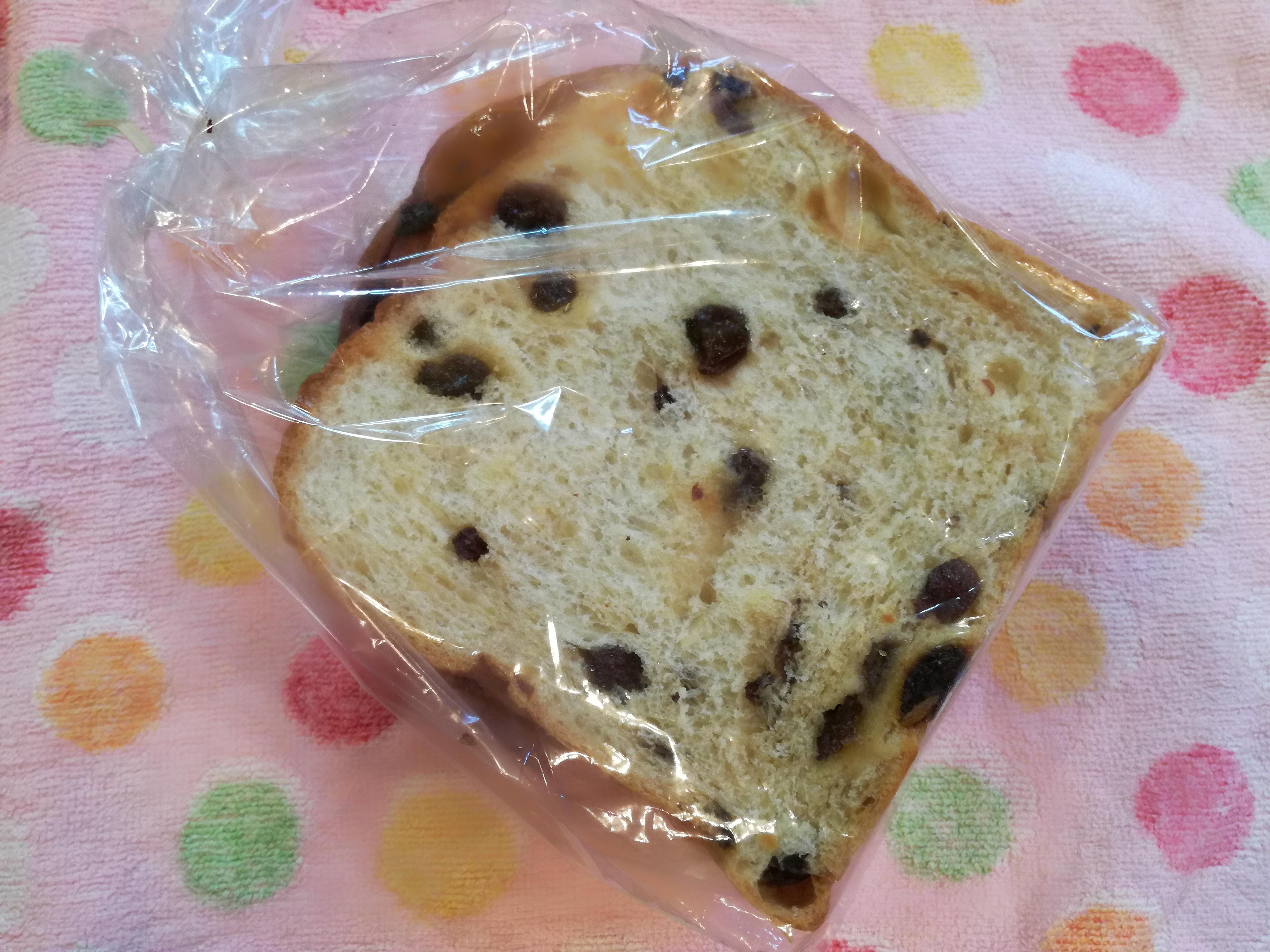 買ってきたばかりのNOBUさんの葡萄パン