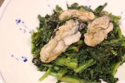 ごま香る春菊と牡蠣の炒めもの