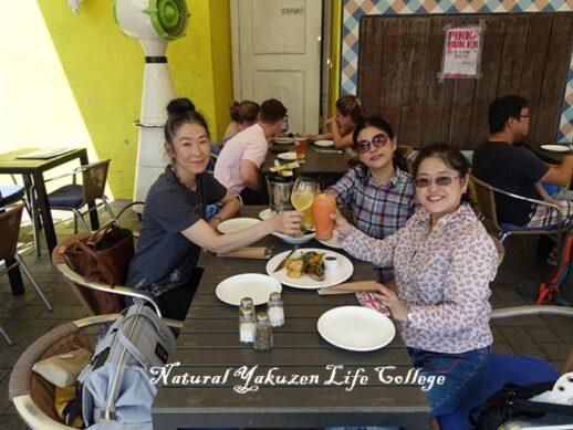 香港研修ツアーにて生徒さん達との食事