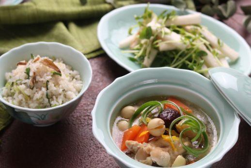 柑橘風味の蓮子と棗の鶏骨スープ